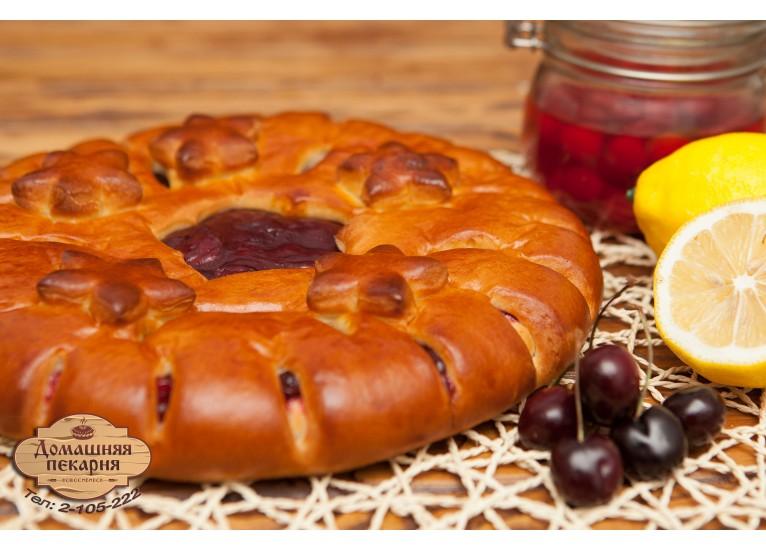Пирог с вишней и яблокоми